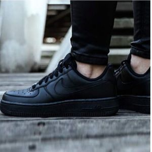 Nike Women's Air Force 1 07 size 7.5